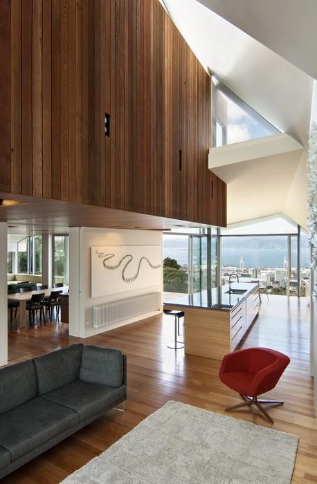 Белый  Дом с видом на море в Новой Зеландии