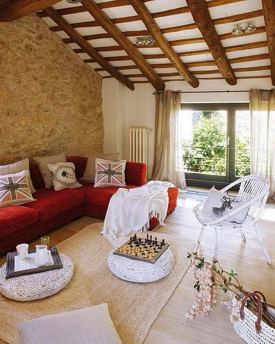 Бюджетный интерьер старого дома в Испании