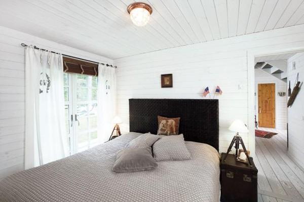 Белый  Лесной домик в Швеции