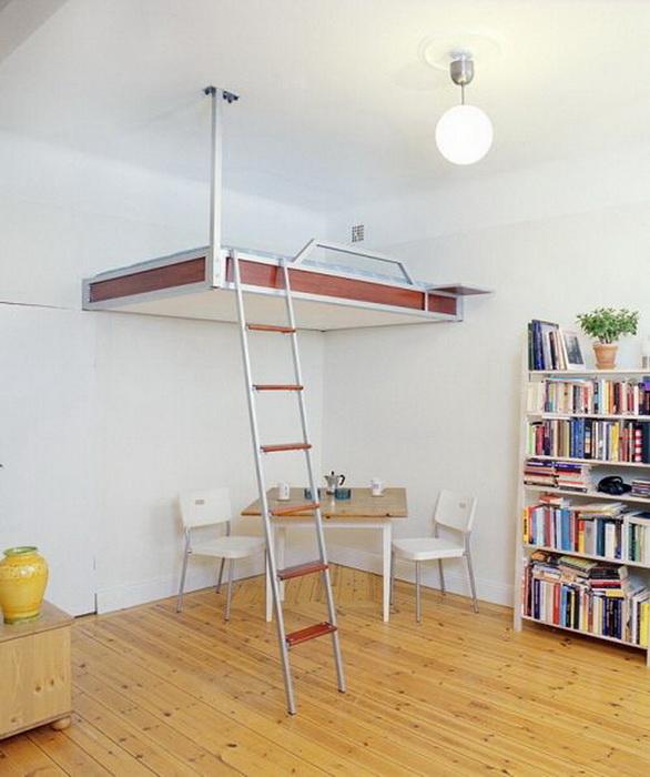 Кровать под потолком в интерьере