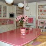 Розовый на кухне