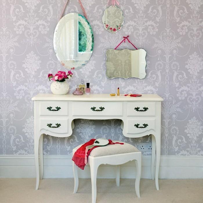 Столик для девушки