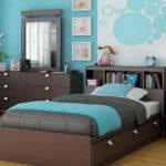 Шоколадный цвет в спальне