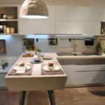 Кухни с белыми глянцевыми фасадами