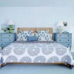 Интерьер спальни в синих и голубых цветах