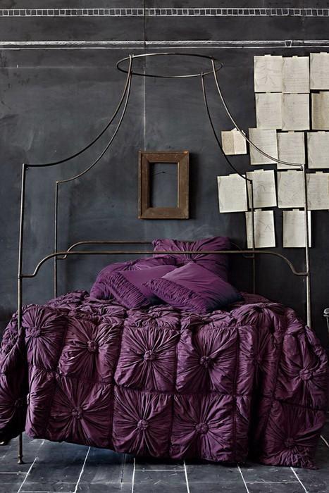 Фиолетовый цвет: 9 идей для интерьера спальни