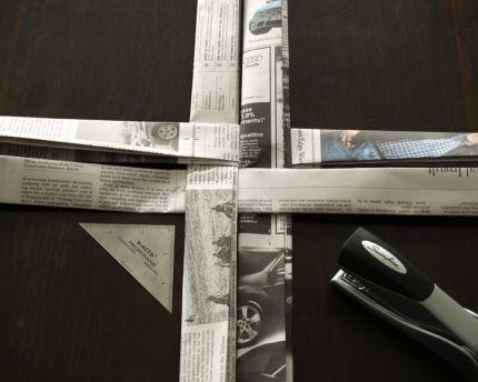 Корзинка из газетных полос своими руками
