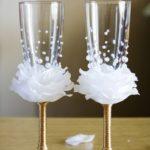Украшаем бокалы на свадьбу своими руками
