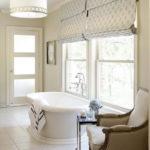 Интерьер ванной комнаты в кремовых тонах
