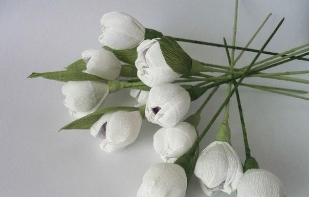 Цветы из гофрированной бумаги и конфет_01