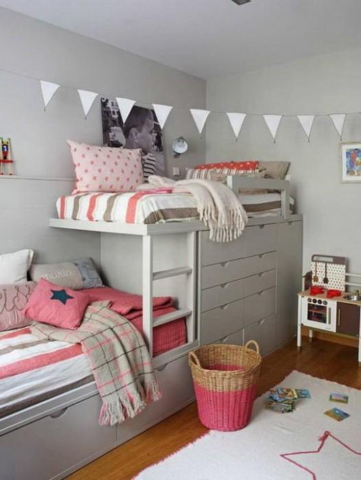 Кровать под потолком в детской_08
