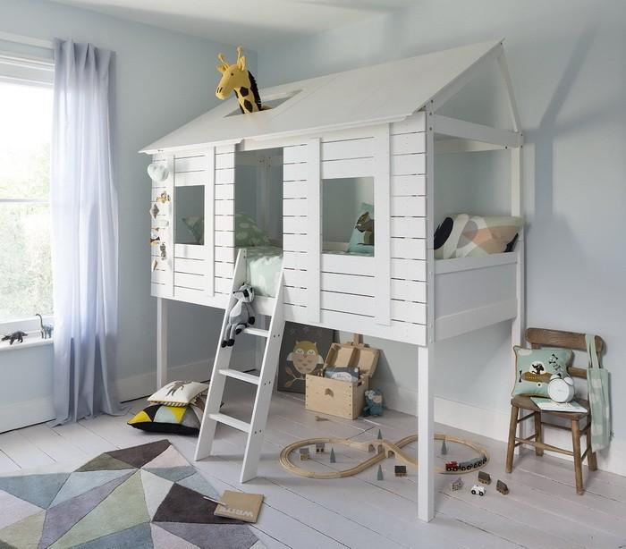 Кровать под потолком в детской_13