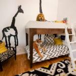 Кровать под потолком в детской