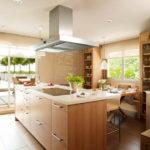 Деревянная кухня в интерьере