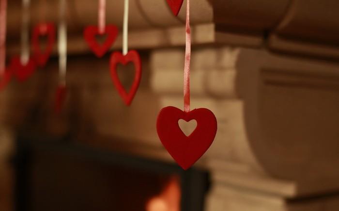 Украшение камина ко Дню Святого Валентина