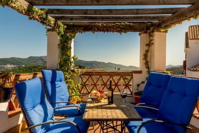 Красочный отель в Испании