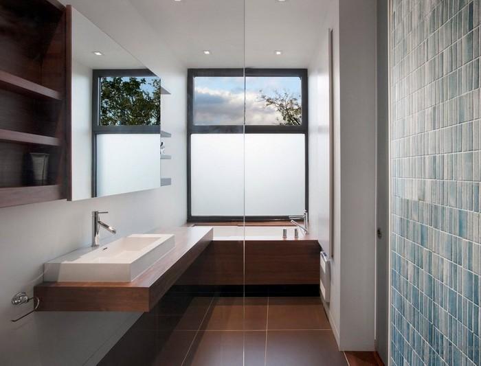 Ванная комната с окном_11