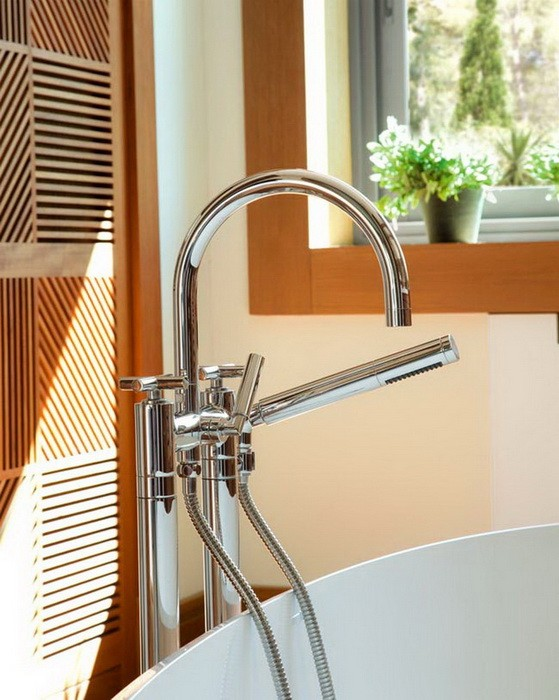 Ванная комната с отделкой из дерева_05