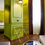 Яркие интерьеры комнат в отеле Рима