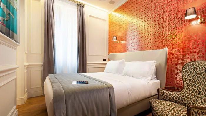 Яркие интерьеры комнат в отеле Рима_11