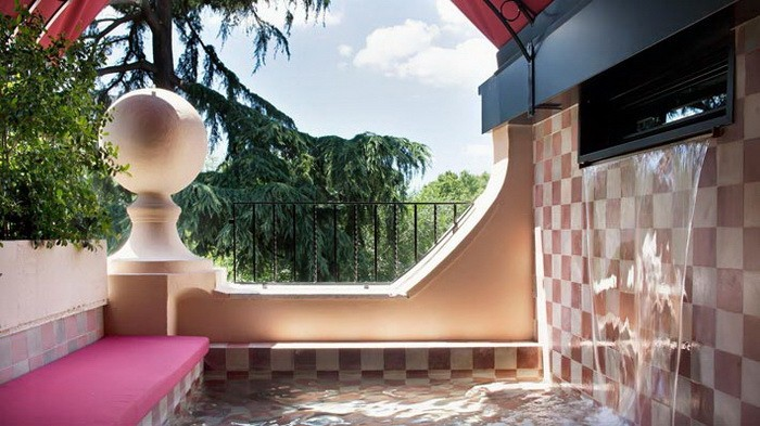 Яркие интерьеры комнат в отеле Рима_12