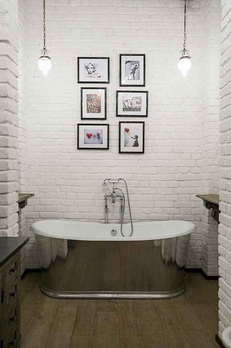 Кирпичная стена в ванной_05